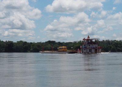 Viel Verkehr auf dem Rio Napo
