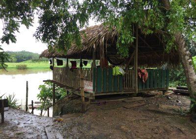 In diesem kleinen Häuschen mit Aussicht auf den Fluss…