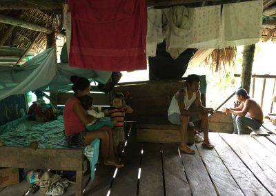 In diesem Haus leben etwa vier oder fünf Generationen mit X Kindern in einem Raum und zwei Betten.