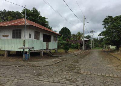 Letzte Stadt mitten im Jungel, kurz vor der Grenze zu Peru.