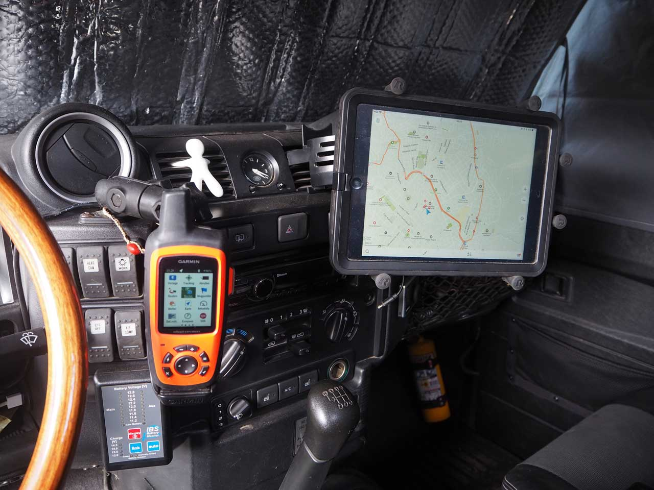 Explorer und Tablet pistenfest montiert