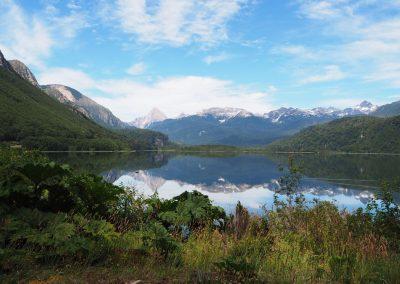 Vorbei an schönen Landschaften und Seen.