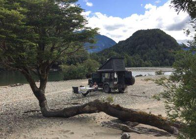 Lagerplatz direkt am Fluss, ganz für uns alleine.