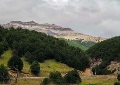 Farbenprächtiges Gebirge