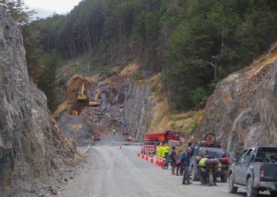 Die Carretera Austral wird weiter ausgebaut. Steile Arbeit in den Berghängen.