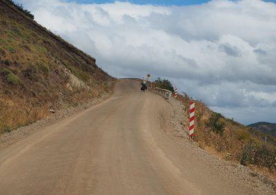 Fahrradfahrer müssen hier hart im Nehmen sein; der Wind und die Staubwolken sind heftig.