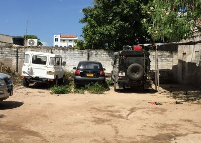 Während wir in Riohacha im Hostel sind, wartet unsere Lady auf diesem Abstellplatz auf uns.
