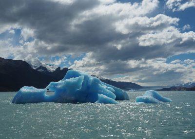 Ihn umschwimmen die skurrilsten Eisformationen.