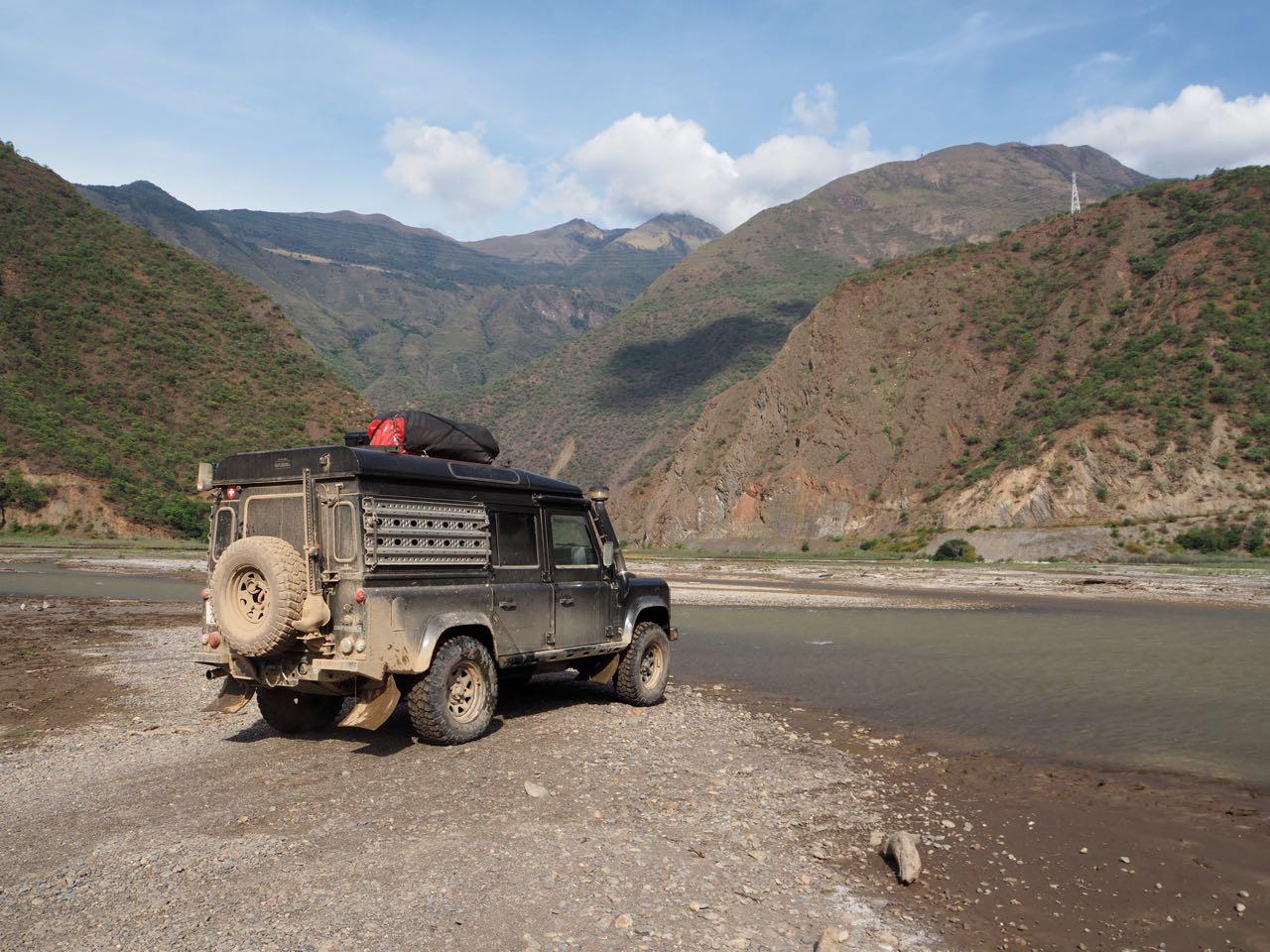 Um dorthin zu gelangen, mussten wir zuerst einen Fluss überqueren.