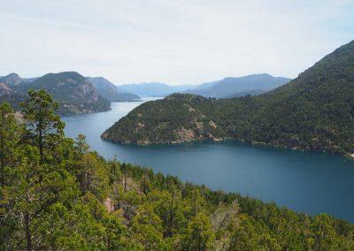 …durch diese Gegend aus blauen Seen.