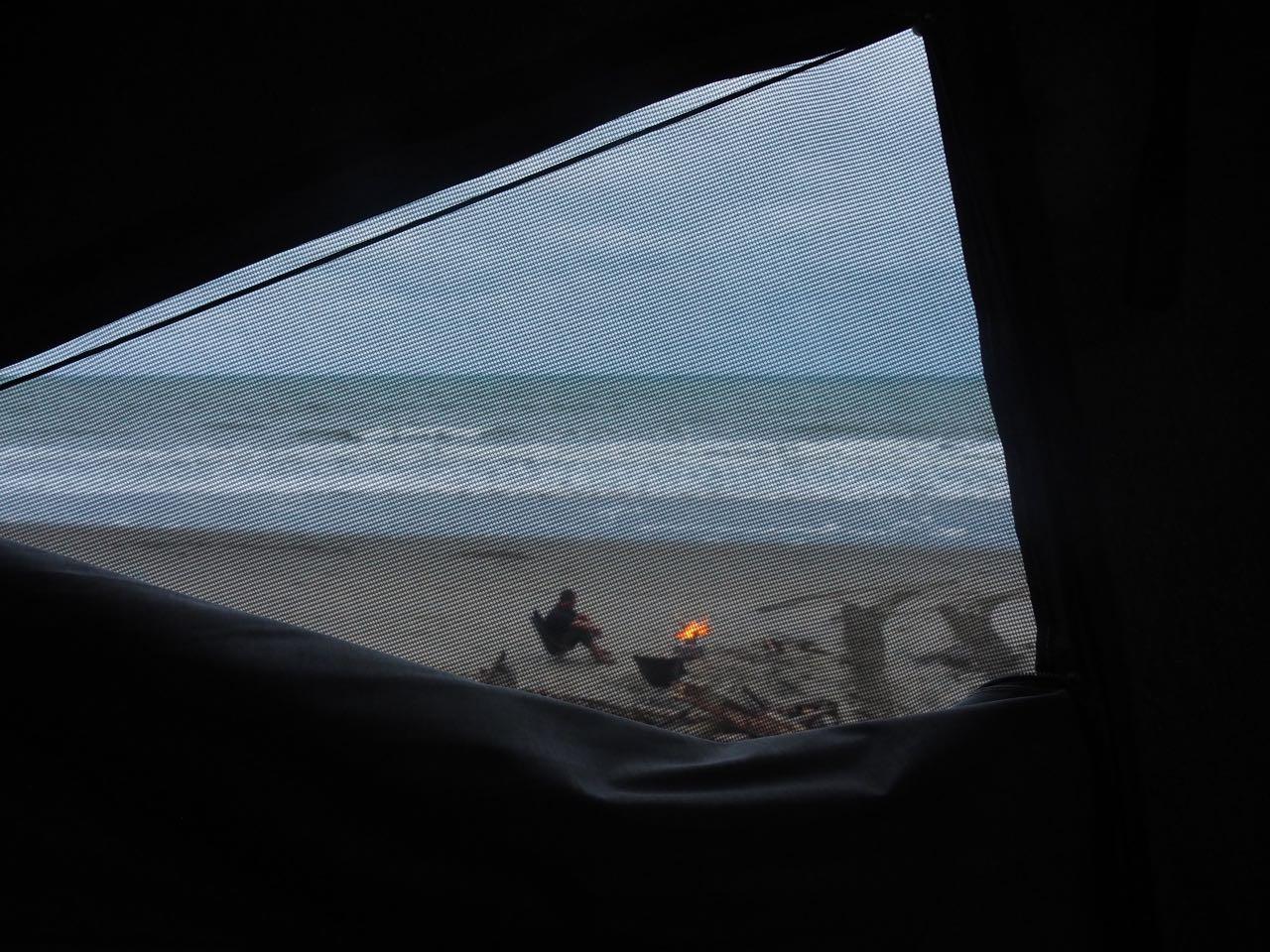Hifi macht Feuer am Strand