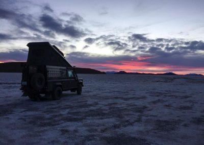 …und deshalb suchten wir uns ein geschützteres Plätzchen. Doch der Sonnenuntergang liess sich auch hier geniessen.