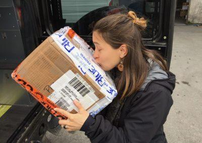 Und dann endlich kommt der Tag, wo wir das Paket in Händen halten!!!