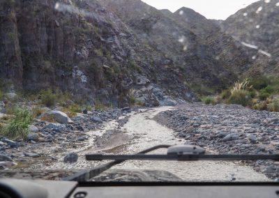 …und wir fahren mitten im Fluss durch das Tal.