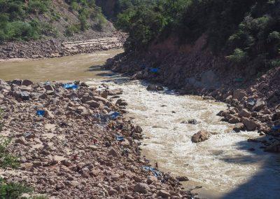 Sonntag in Bolivien ist Wäschetag und Familientreff am Fluss.
