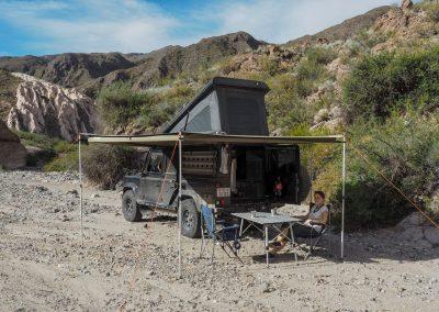 Und geniessen den lauschigen Lagerplatz in einem trockenen Flussbett.