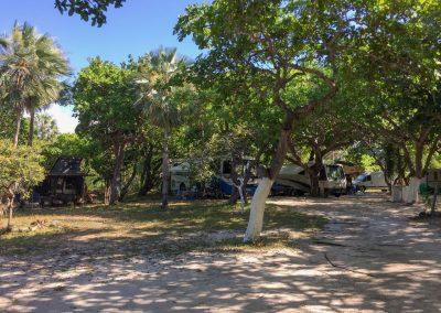 Auf dem Camping bei Jericoacoara spannen wir für ein paar Tage aus…