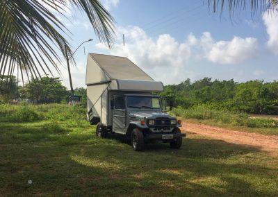 …treffen wir einen Brasilianer mit altem Toyota und Kabine.