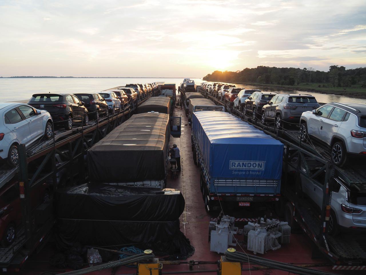 Zusammen mit ca. 20 anderen Lastwagen.