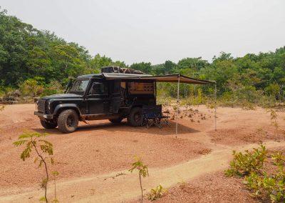 Ein Wildcamp auf lehmigem Boden auf der BR319.