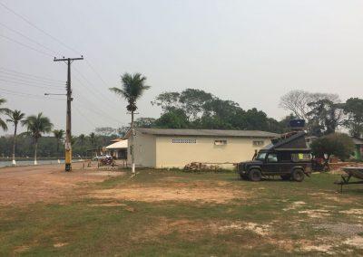 In Rio Branco dürfen wir uns beim «Club Militar» hinstellen.