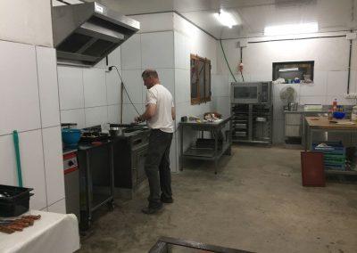 Renato ist Besitzer und Koch und verwöhnt seine Gäste mit sehr gutem Essen.