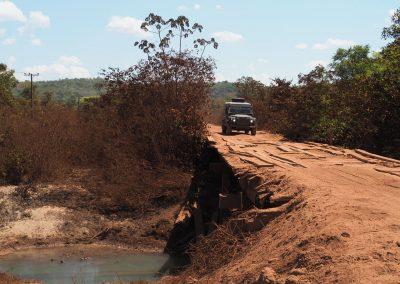 Wie schon im Pantanal, führt unser Weg auch hier über viele alte Holzbrücken.