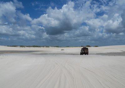 Weisser Sand soweit das Auge reicht.