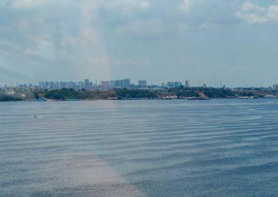 Wir besichtigen Manaus auf einer Bustour.