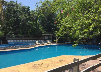 Der Pool sorgt für Abkühlung.