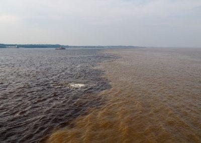 Die beiden Farben der Flüsse vermischen sich hier nur langsam.