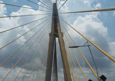 Auch über die Brücke führt unser Weg.