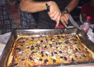 Thon-Pizza kannten sie noch nicht. Hat aber allen geschmeckt.
