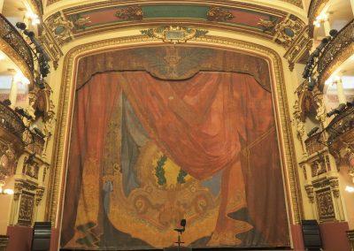 Wenn der Vorhang sich öffnet, kann das Spektakel beginnen.