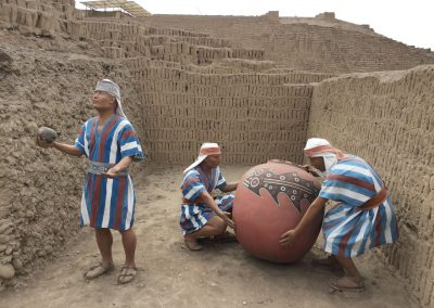 Mitten in Lima gibt es mehrere Lehmpyramiden aus der Zeit noch vor den Inkas.