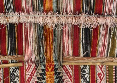 …werden die traditionellen Muster gewoben.