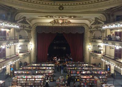 Laut der «New York Times» präsentiert sich der zweitgrösste Bücherladen der Welt in einem alten Theater.