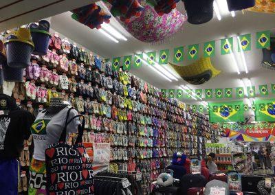Das lieben die Brasilianer: Flipflops bzw. Hawaianas am Laufmeter.