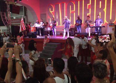 Hier tanzen jeden Samstag viele Tänzerinnen, um sich für den Carnaval zu qualifizieren.