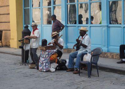 Musik an jeder Strassenecke.