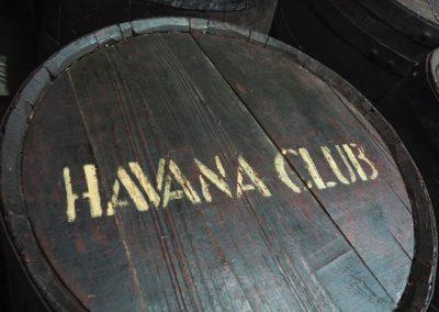 Je länger der Rum im Fass reift, desto edler und teurer wird er.