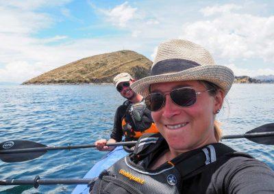 Und wir sind wieder auf dem Wasser und paddeln auf die Isla del Sol.