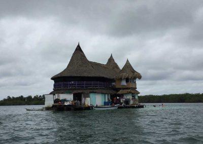 «Casa en el agua» ein Partyhotel auf dem Wasser