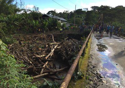 …bis zur nächsten überfluteten Brücke.