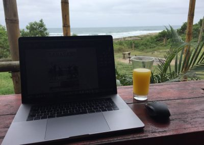 So lässt es sich arbeiten; Caro's Arbeitsplatz am Strand.