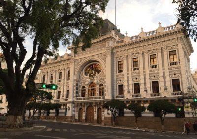…und imposanten Regierungsgebäuden.