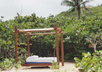 Ein einsames Bett am Strand…