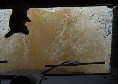 Mit etwas viel Schwung gehts in den Fluss rein.