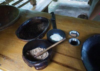 Jetzt kommen noch Süßstoffe (Panela), Milchpulver und Vanillearoma hinzu.