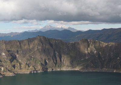 In der Ferne sieht man noch andere Vulkane